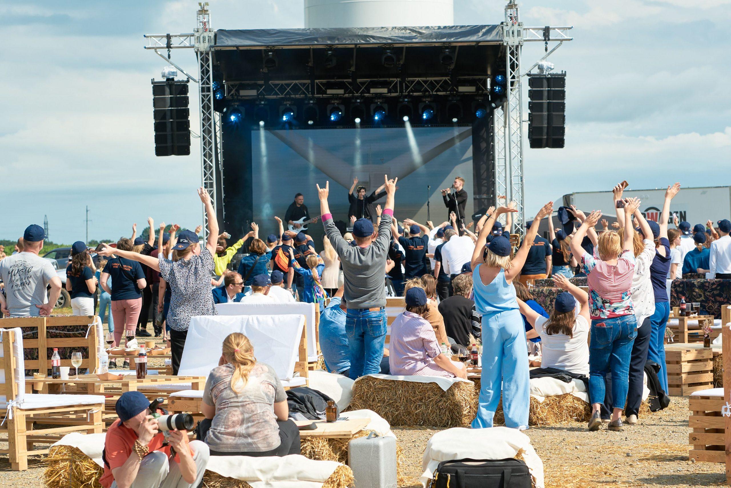 На відкриття Дністровської ВЕС у Старокозацькій громаді завітали Руслана і гурт GO-A. ВІДЕО