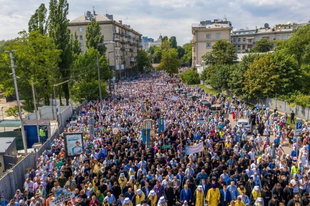 В Киеве прошёл крестный ход по случаю годовщины Крещения Руси: 350 тысяч верующих