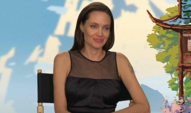 """Анджелина Джоли поразила внешностью вблизи: """"Глаза отца и губы мамы"""""""